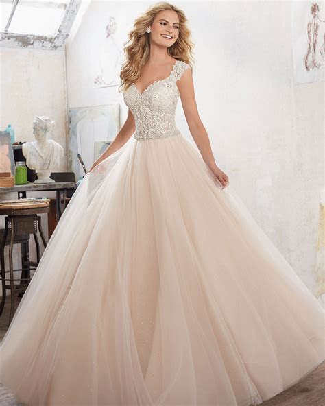 Best Style Wedding Dress For Pear Shaped