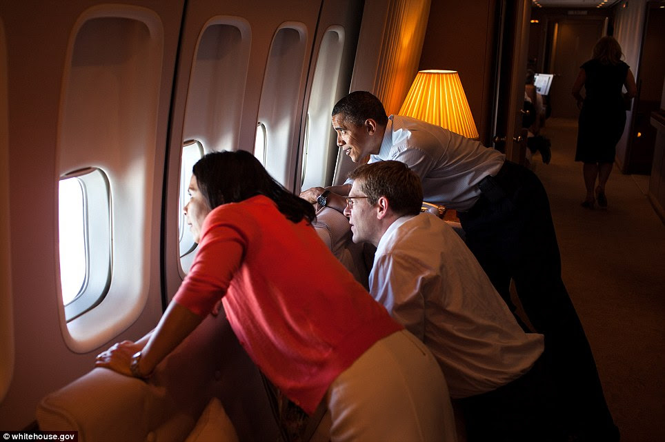 President Barack Obama looks at Mount Rainier from Air Force One during a flight from Seattle, Wash., to Los Angeles, Calif., May 10, 2012. Nancy-Ann DeParle, Deputy Chief of Staff, and Press Secretary Jay Carney join the President for a look
