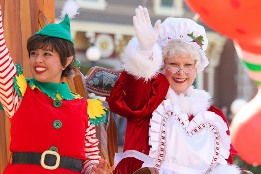 "Confirmed: Mrs. Claus Frozen Out of Disneyland ""A Christmas Fantasy Parade"" - Disney Dose"