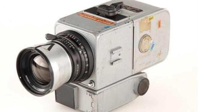 perierga.gr - 550.000 ευρώ η φωτογραφική που γύρισε από τη... Σελήνη!