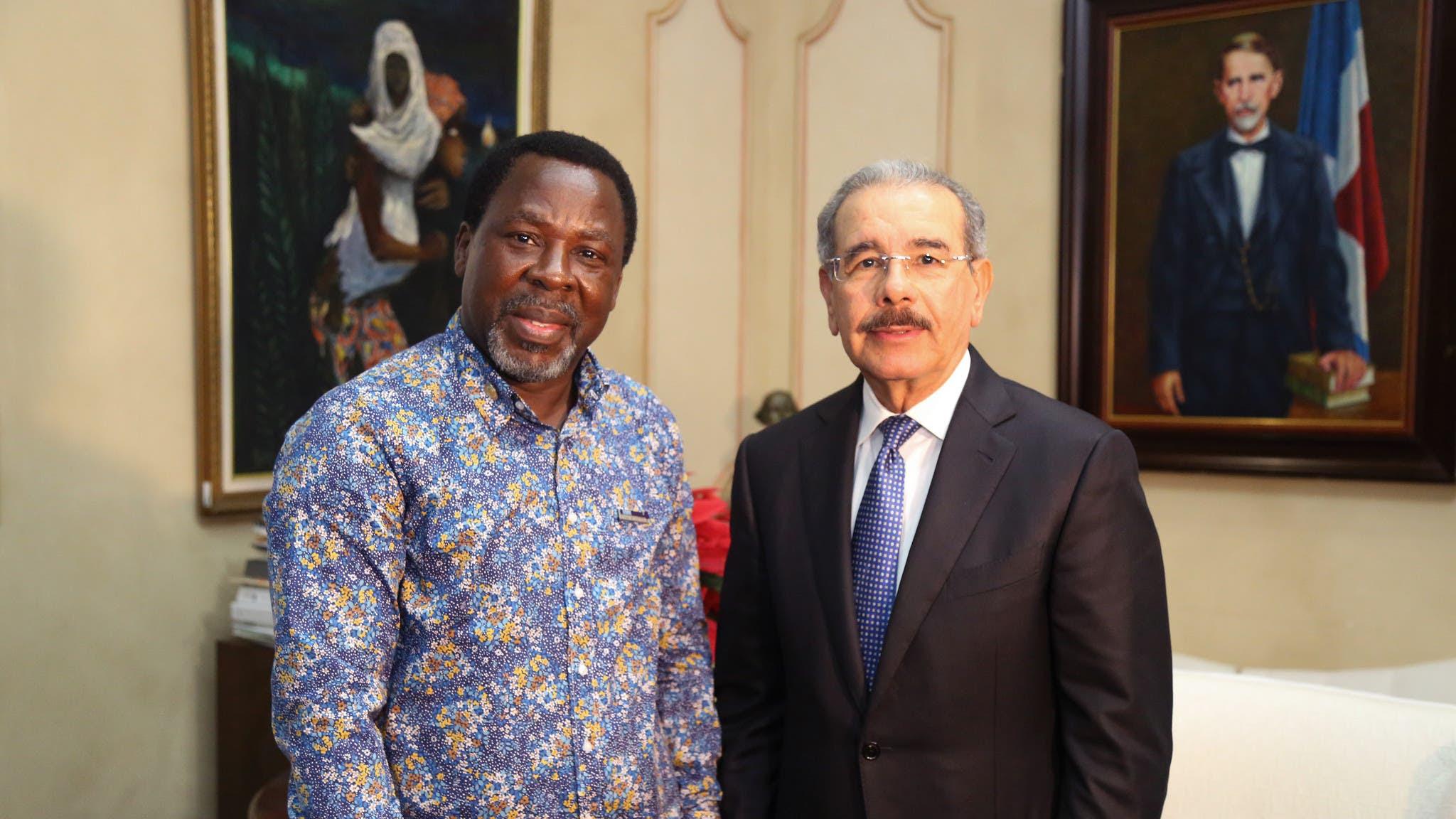 El  profeta nigeriano, Temitope Balogun Joshua y el presidente Danilo Medina.
