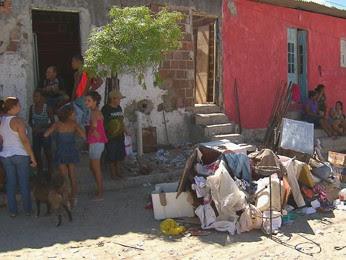 Vizinhança ficou revoltada com a morte da criança. (Foto: Reprodução / TV Globo)