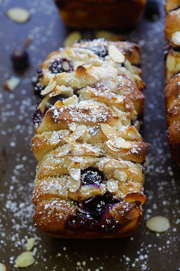 Blueberry-Cream Cheese Pull-Apart Bread - the best pull-apart bread loaded with cream cheese and blueberries. So delicious | rasamalaysia.com