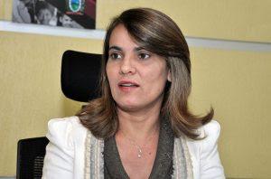 Livânia Farias secretaria