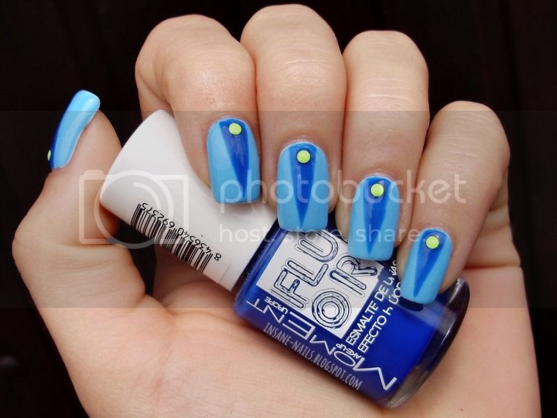 photo blue-colorblock-nails-1_zpsbca643a2.jpg