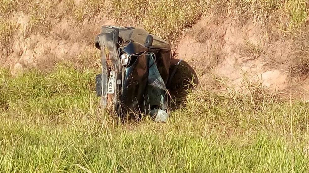 Carro do motorista capotou após atingir os ciclistas em Limeira, na Rodovia dos Bandeirantes (Foto: William Barbosa)