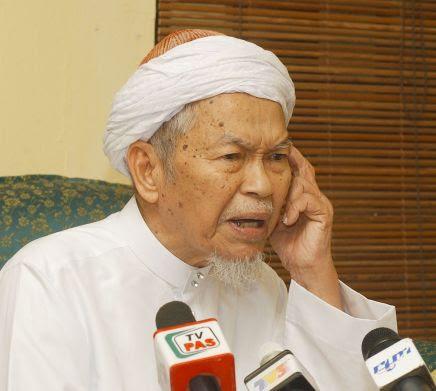 Saya banyak terima panggilan dan orang datang jumpa saya sehingga ada yang sebak (tidak setuju) dengan isu itu. Dia masuk Umno senang, lebih baik..daripada duduk dalam Pas, nak bertenggek dalam Pas buat apa…tiada moral kita panggil - TGNA