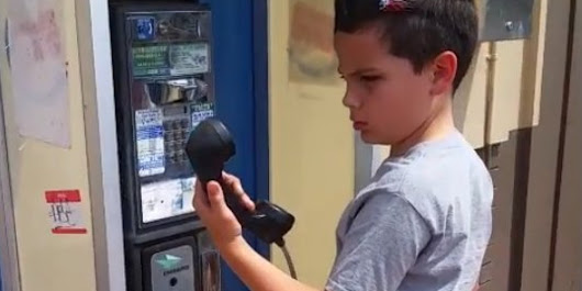 This Kid Has No Idea What A Pay Phone Is