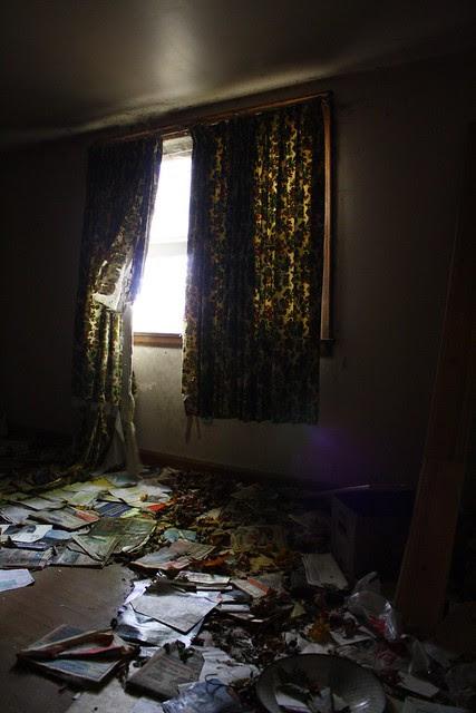 unmastered bedroom