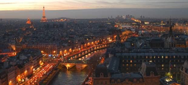 Panorámica de la ciudad de París de noche.