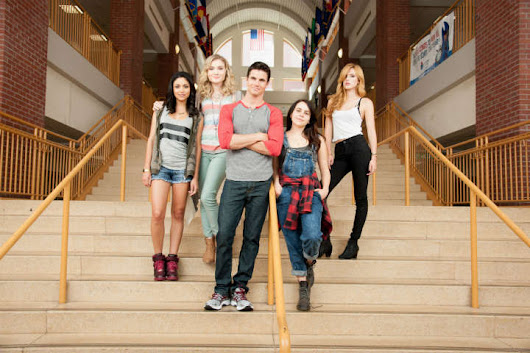 The DUFF Film Review: Mean Girls Meets Easy A | The Silver Petticoat Review
