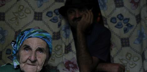 Dona Damiana e o filho José / Foto: Hélia Scheppa/JC Imagem