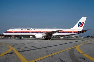 United Airlines Boeing 757-222 N501UA (msn 24622) MIA (Bruce Drum). Image: 103096.