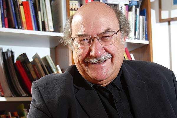 Antonio Skármeta gana el Premio Nacional de Literatura 2014