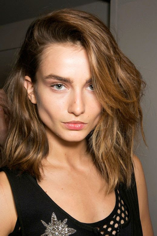 LE FASHION BLOG BEAUTY INSPIRATION BOLD EYEBROWS MODEL ANDREEA DIACONU EMILIO PUCCI SS 14 SHORT WAVY BOB SIDE PART BACKSTAGE ACCENTED GROOMED BROWS photo LEFASHIONBLOGBEAUTYINSPIRATIONBOLDEYEBROWSMODELANDREEADIACONUATEMILIOPUCCISS14.jpg