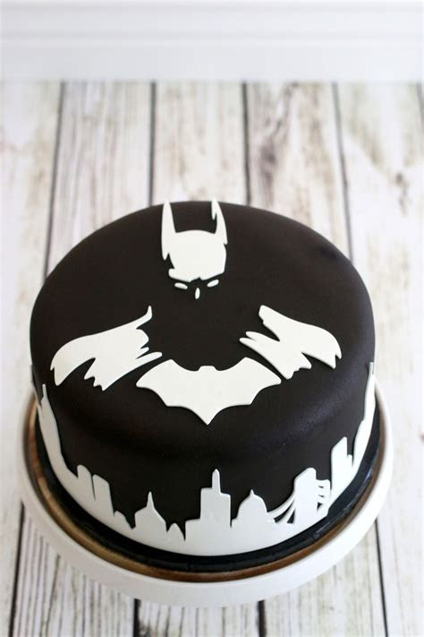Best 25  Batman cakes ideas on Pinterest   Lego batman