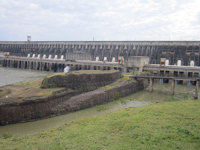 View of Itaipu, the largest hydroelectric power station in the Americas, shared by Brazil and Paraguay on their Paraná river border, an example of a megaproject promoted by the Brazilian military dictatorship in the 1970s and 1980s. In operation since 1984, it has a 1,350-sq-km reservoir and a capacity of 14,000 megawatts, only surpassed by the Chinese Three Gorges, which has a capacity of 22,400 megawatts. Credit: Mario Osava / IPS