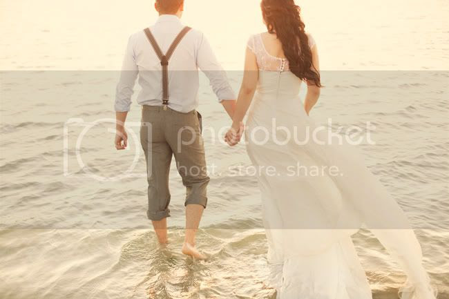 http://i892.photobucket.com/albums/ac125/lovemademedoit/ML_beachtrashthedress_008.jpg?t=1300698342