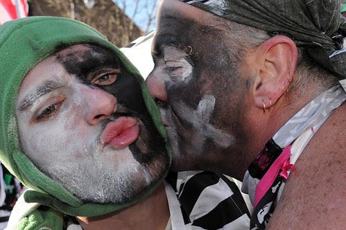 kissing_0524 web