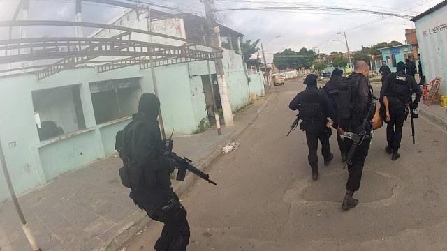 Operação da Core e do SAer na Favela do Rola, em agosto do ano passado, foi filmada pelos agentes