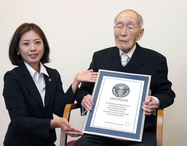Sakari Momoi é considerado o homem mais velho do mundo (Foto: Kyodo News/AP)