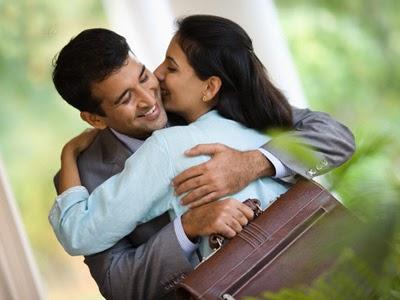 Inilah Alasan Mengapa Pria Butuh Ciuman dan Pelukan! Official Site ...