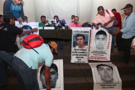 Padres de los normalistas ofrecieron hoy una rueda de prensa en el DF. Foto: Benjamín Flores