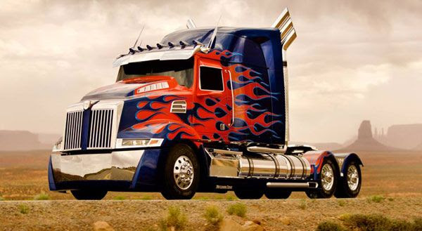 Optimus Prime's updated vehicle mode for TRANSFORMERS 4.