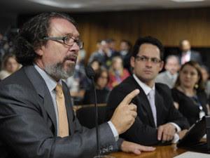 O advogado Kakay, durante defesa de Demóstenes Torres no Conselho de Ética do Senado (Foto: Pedro França/Agência Senado)