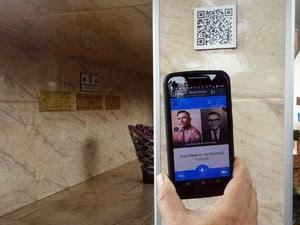 'QR Codes' colados em túmulos trazem informações sobre homenageados (Foto: Arquivo Pessoal/ Jefferson Biajone)