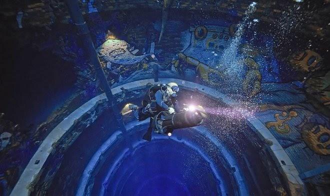 Самый глубокий бассейн в мире предлагает погрузиться в недра затонувшего города