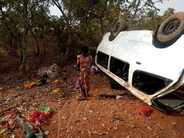 Photos: 18-Seater Bus claims people's life In Accident along Bida-Minna Road