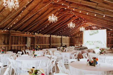 13 Stunning Barn Wedding Venues Near Indianapolis   Rustic
