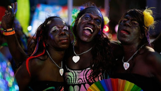 Glitter and glamour at Sydney's Gay and Lesbian Mardi Gras - BBC News