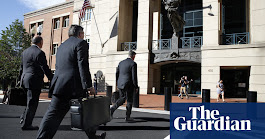 Paul Manafort's lawyers conclude case without calling any witnesses | US news | The Guardian