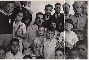 Los 'niños de Morelia', junto a Lázaro Cárdenas.