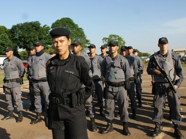 Tenente-coronel Cynthiane Maria Santos comanda tropa de choque da PM no DF  (Foto: Vianey Bentes/ TV Globo)