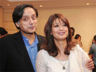 """Mehr Tarar said that she will sue Sunanda Pushkar Tharoor for defamation. """"I am going to sue her for calling me an ISI agent."""""""