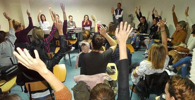 Asamblea de trabajadoras de Bershka./Público