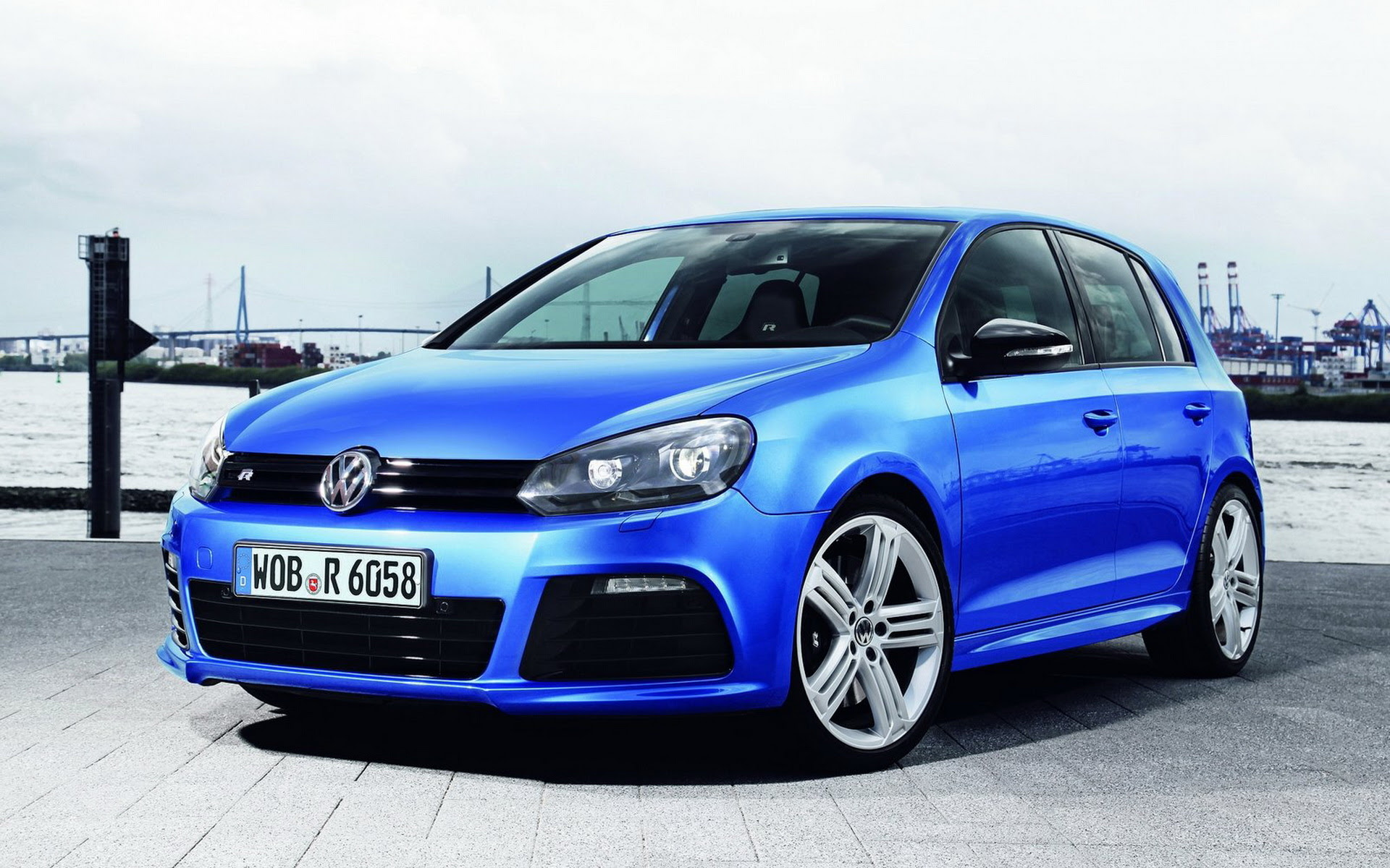 Volkswagen Golf R 2010 wallpapers and images  wallpapers, pictures, photos