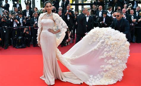 Cannes 2016: Sonam Kapoor sets pulse racing in dream