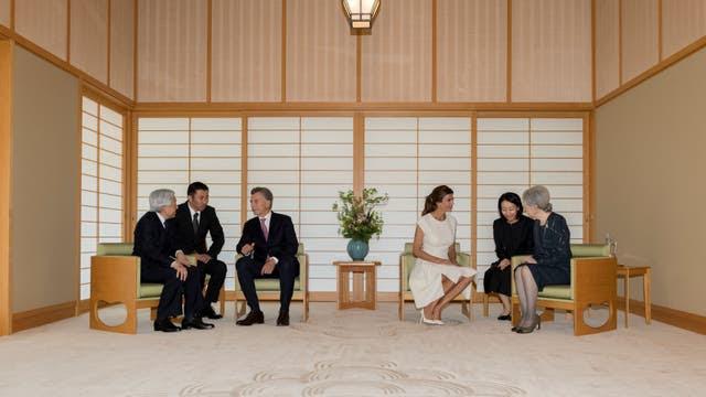 El emperador japonés se sorprendió con el número de pobres en la Argentina