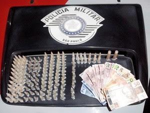 Material apreendido com o suspeito. (Foto: Divulgação/Força Tática)
