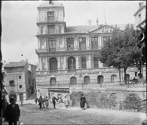 Ayuntamiento de Toledo en junio de 1927. Fotografía de Albert Oliveras i Folch. © Arxiu Fotogràfic de Catalunya. Centre Excursionista de Catalunya