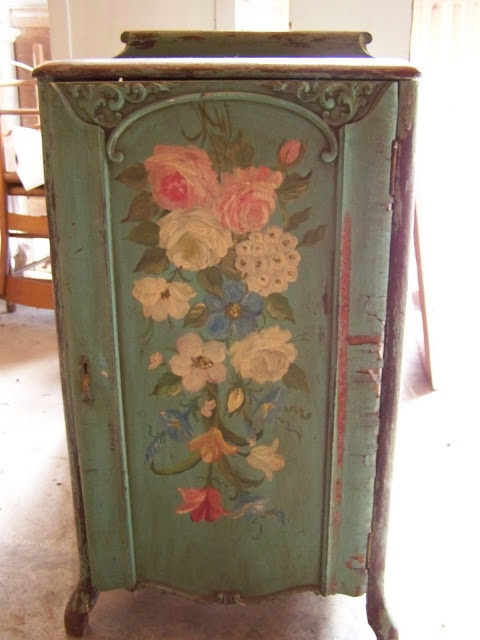 ARBOR HOUSE LANE: My Favorite Painted Cabinet