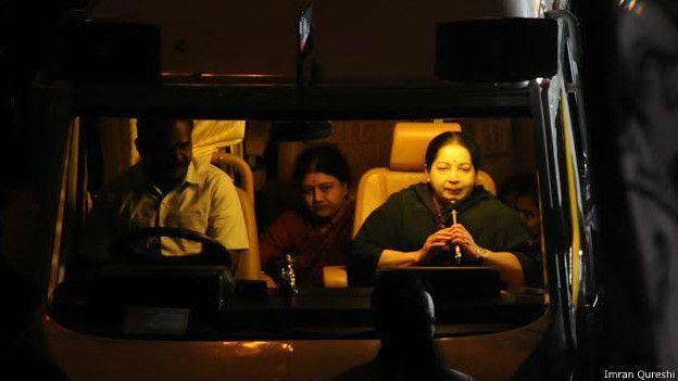 தேர்தல் பிரச்சாரத்தில் ஜெயலலிதாவுடன் சசிகலா