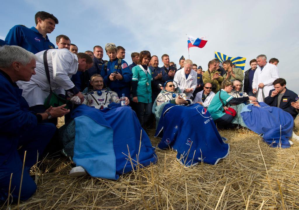 Apr27-2012-SoyuzTMA22landing2