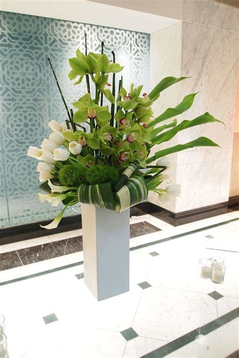 Pin by ?? HAN on ??   Modern floral arrangements, Tropical
