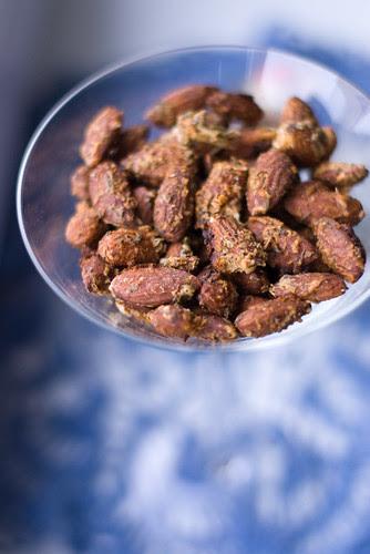 Röstitud mandlid ürtidega / Roasted almonds with herbs