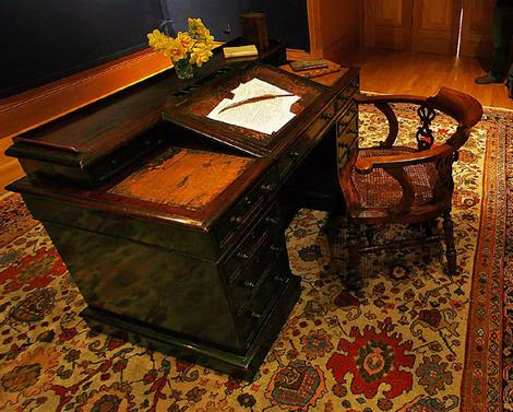 Charles Dickens own writing desk and chair